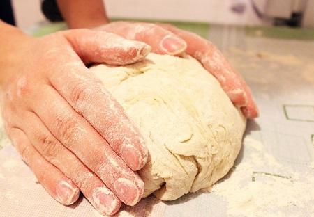 Готовим тесто для хинкали на водя