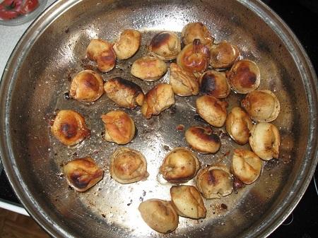 Жареные пельмени на сковородке